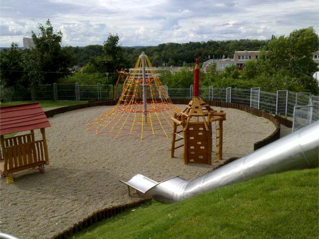 Hřiště pro věkovou skupinu dětí 4 -15 let