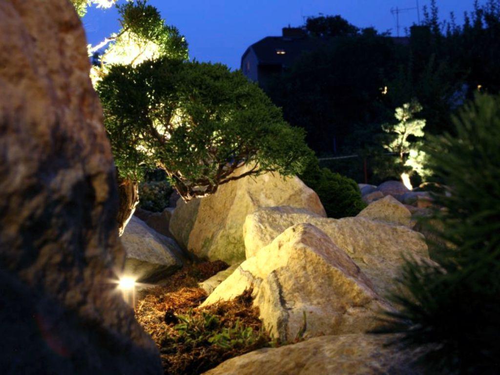 Kameny, zídky to ocení nejen ve světle nejen majitel