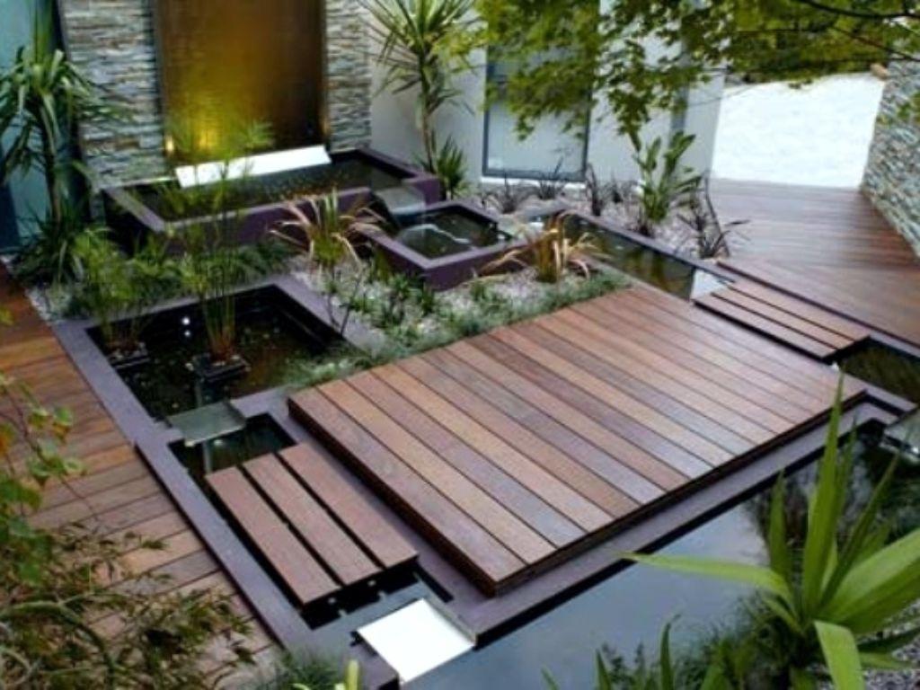 Moderní pravidelné jezírko na terase