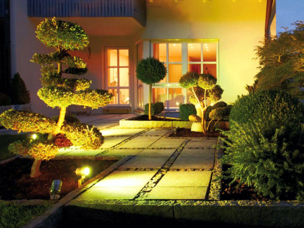 Okrasné nasvícení prostoru terasy na zahradě