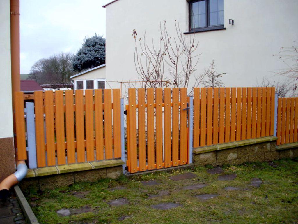 Oplocení zahrady v odstínu pinie