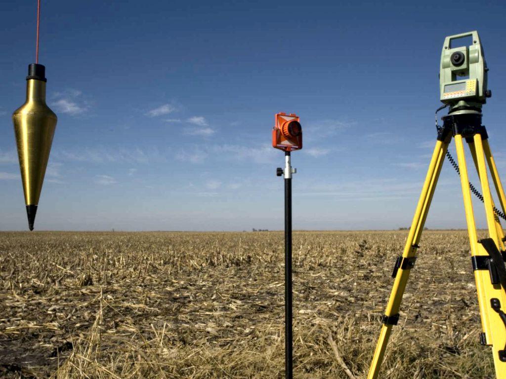 Při úpravách pozemku si pomáháme měřením přístroji