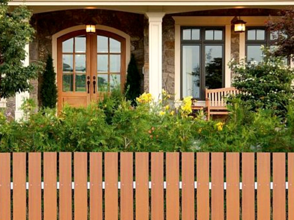 Plaňkový plot z věčného dřeva