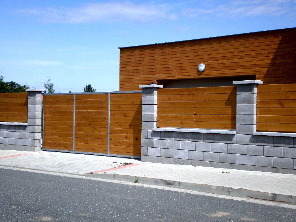 Prefabrikované plotové prvky s dřevěnou výplní