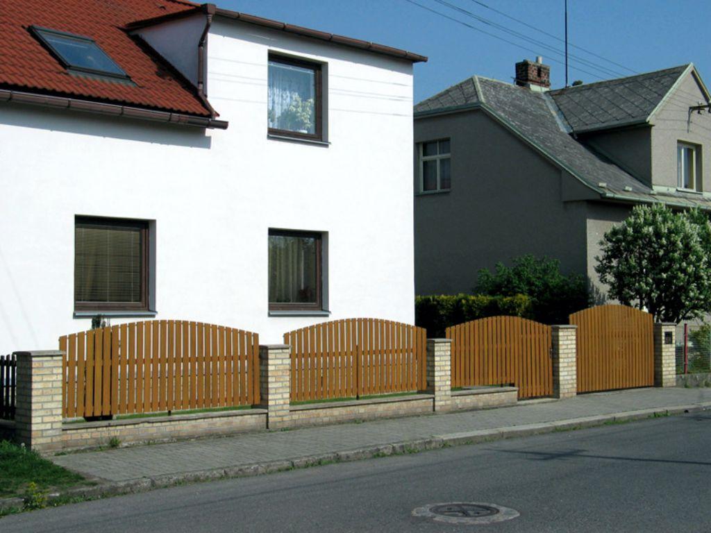 Rekonstrukce dřevěného plotu za plastový