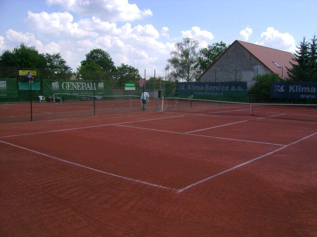 Založení tenisových kurtů na kvalitní antuce
