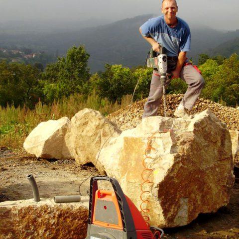 Vrtání kamenů určených jako dekorace do biotopu - pramenné efekty